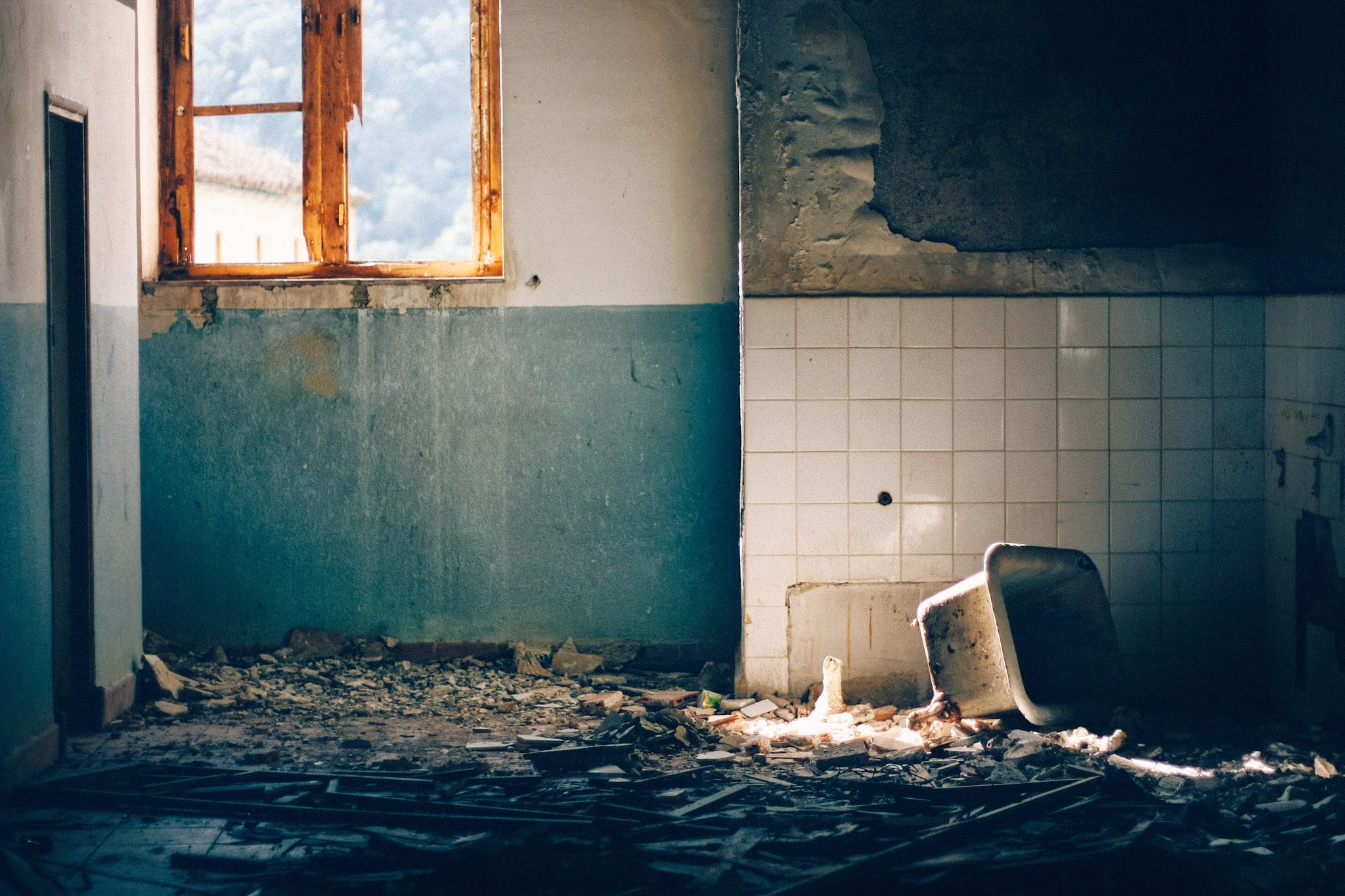 ruined sink inside house during daytime