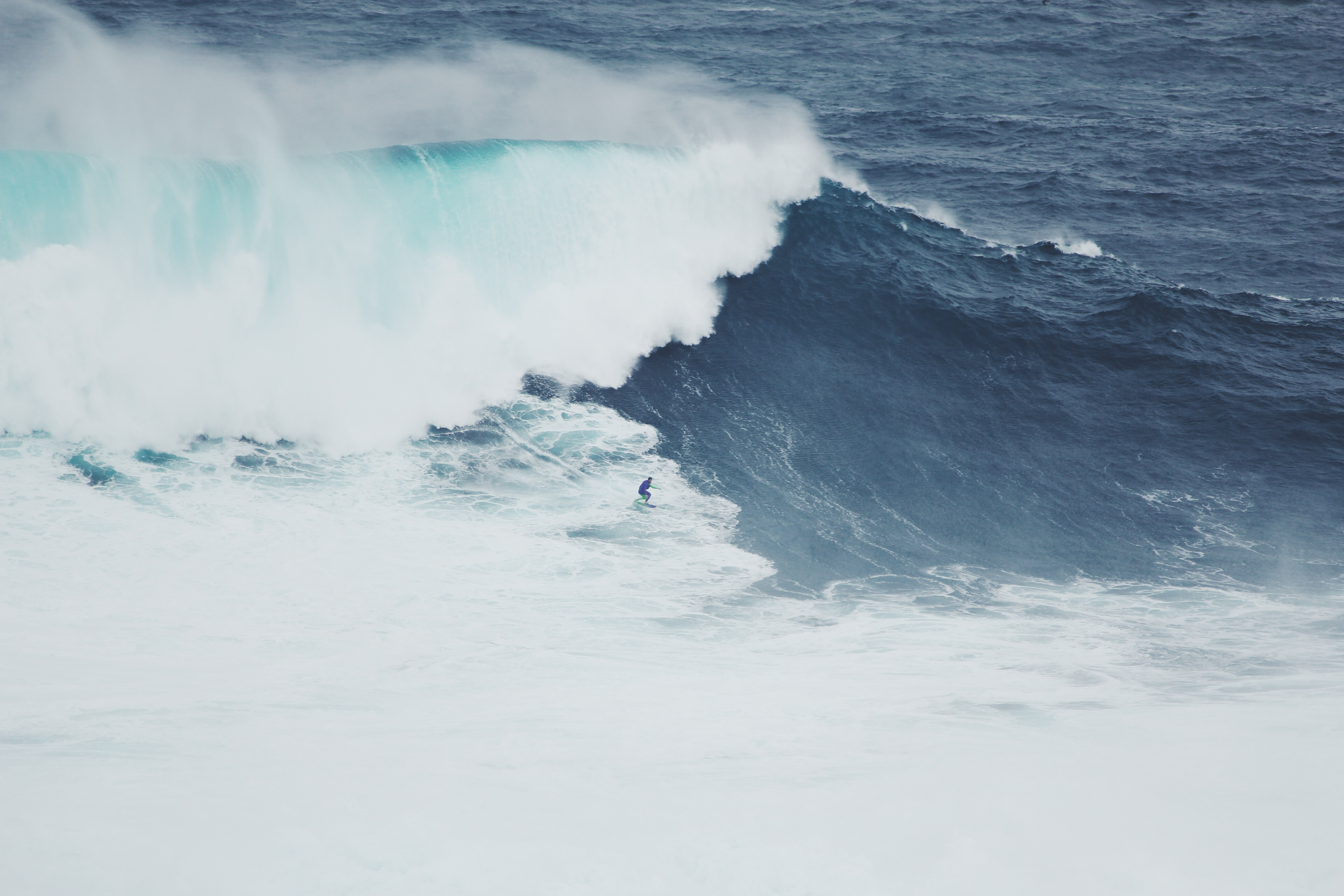 Crashing waves in the blue sea at Nazaré