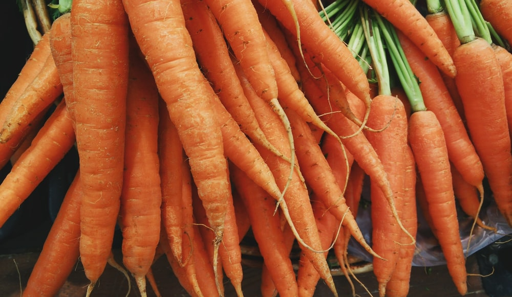 closeup photo of bunch of orange carrots