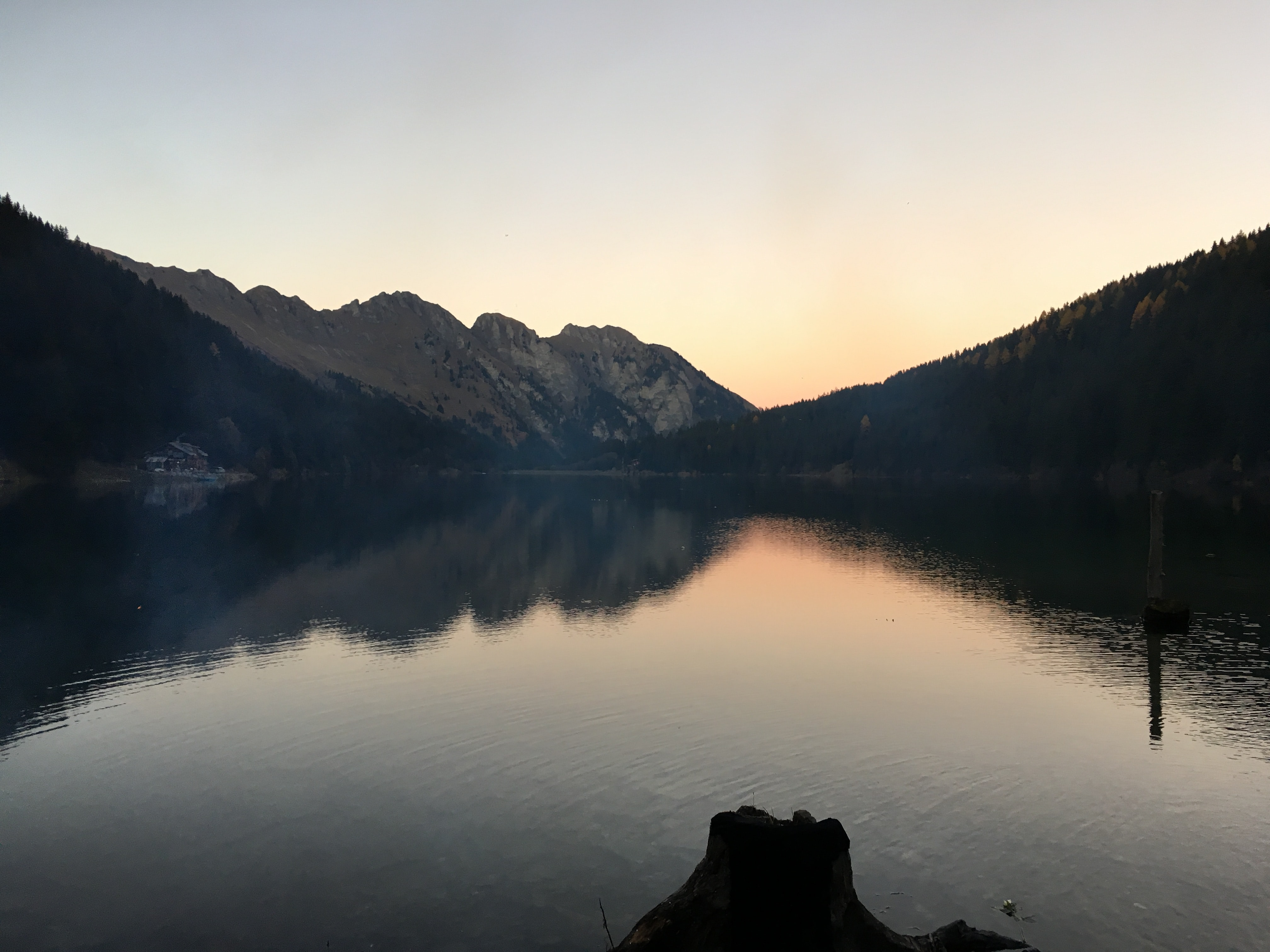 Mountains and woods around Lake Arnensee in the evening