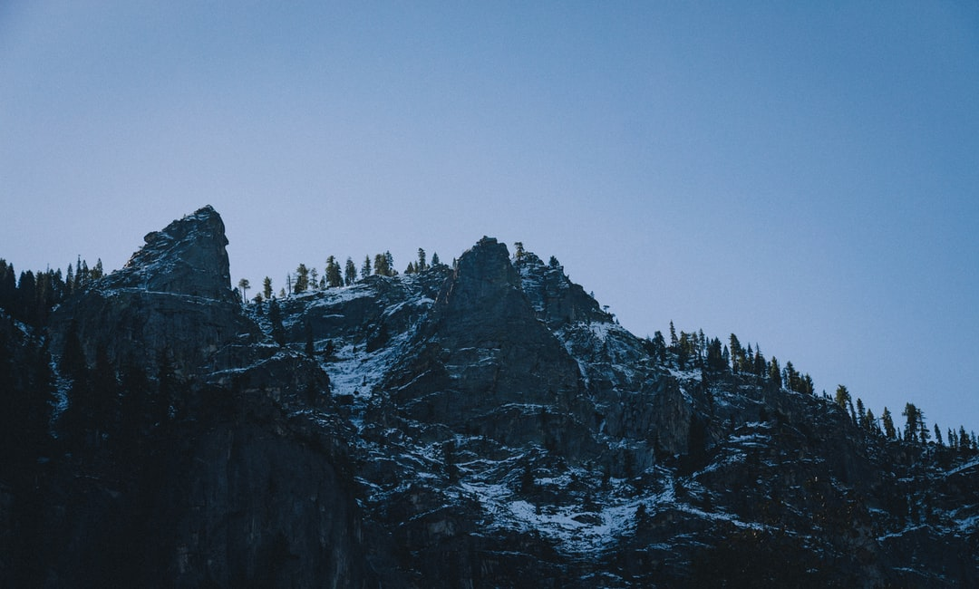 Snowy mountains in Yosemite Valley