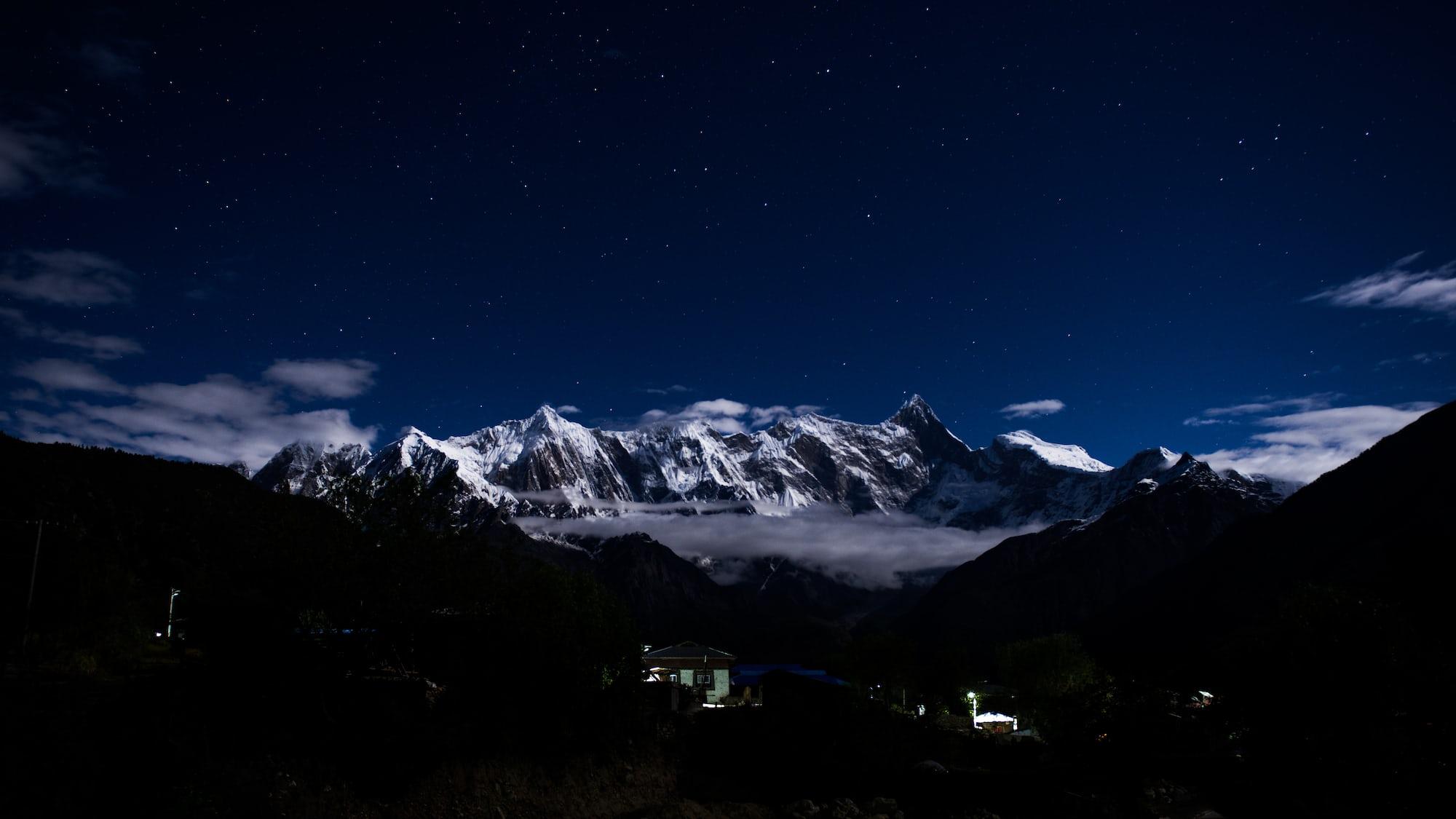 Поиск обоев горы ночь в разделе все категории.