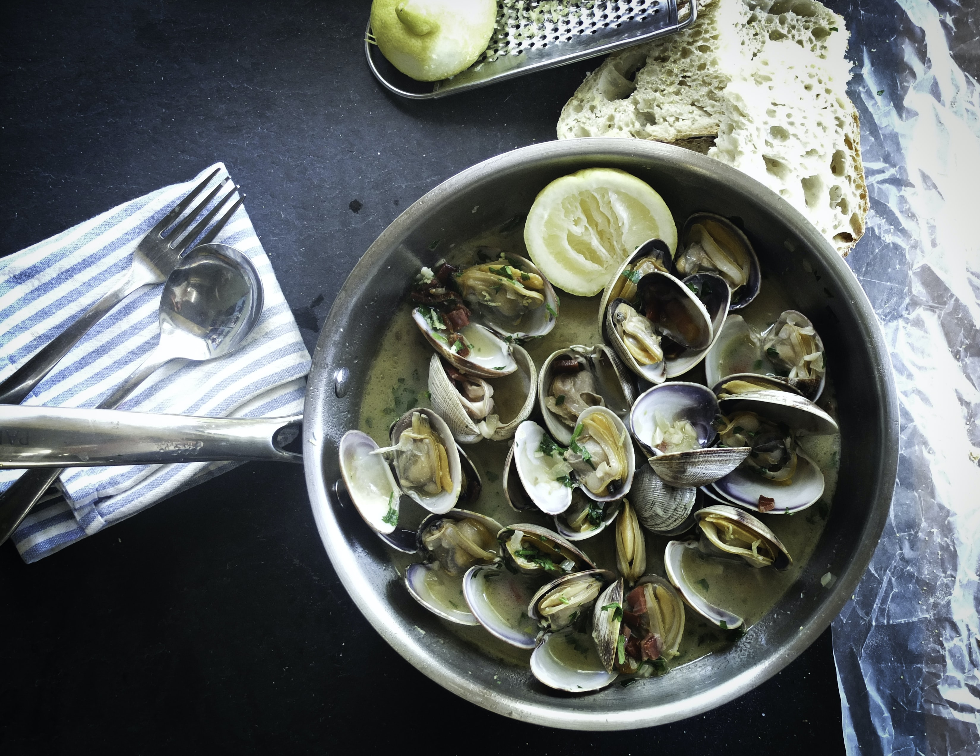 Fresh clam and mussel boil with lemon and a side of bread