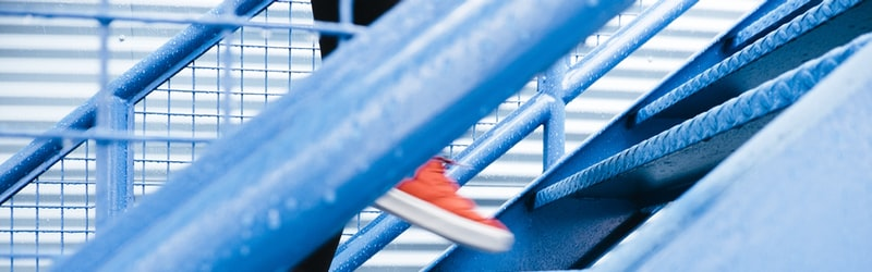 「階段」の3つの英語や様々な表現を例文と共に解説!