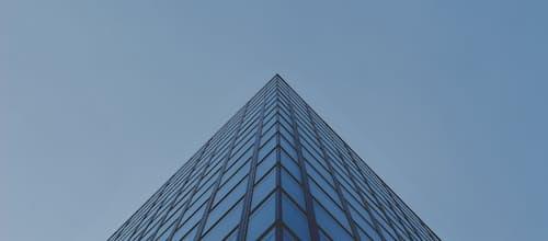 טראומה ואדריכלות – פליטות קולמוס במרחבי מבוכה אדריכליים