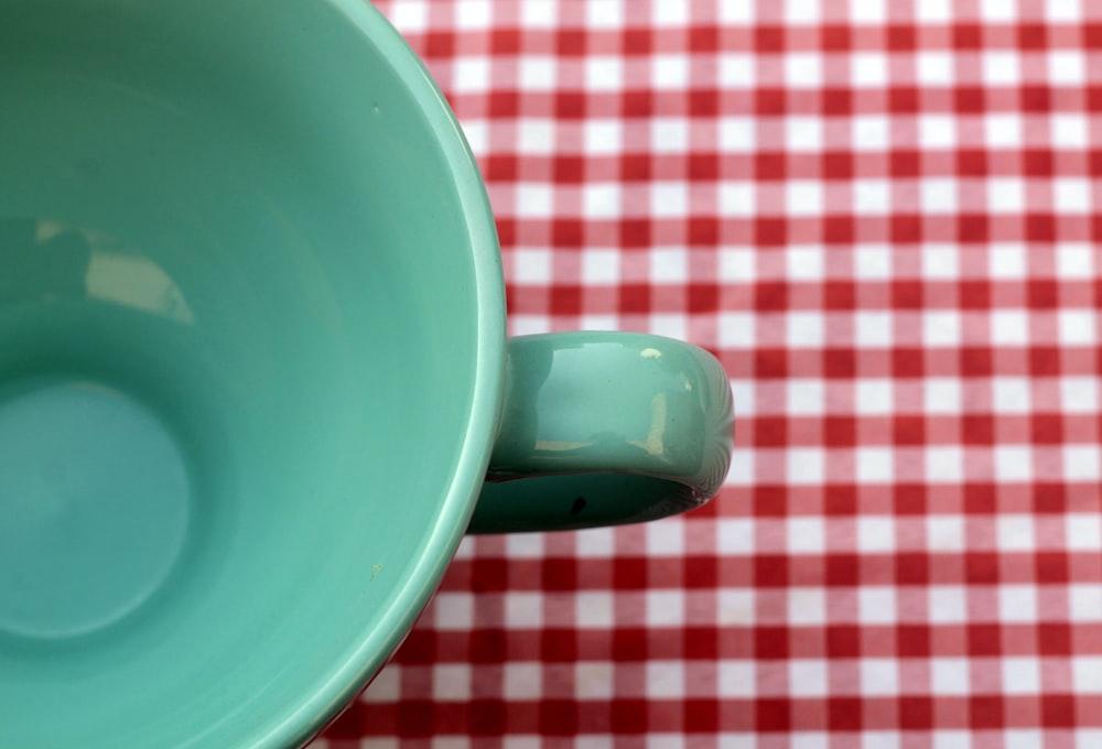 closeup photo of empty teacup