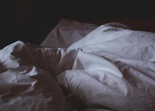 closeup photo of white blanket
