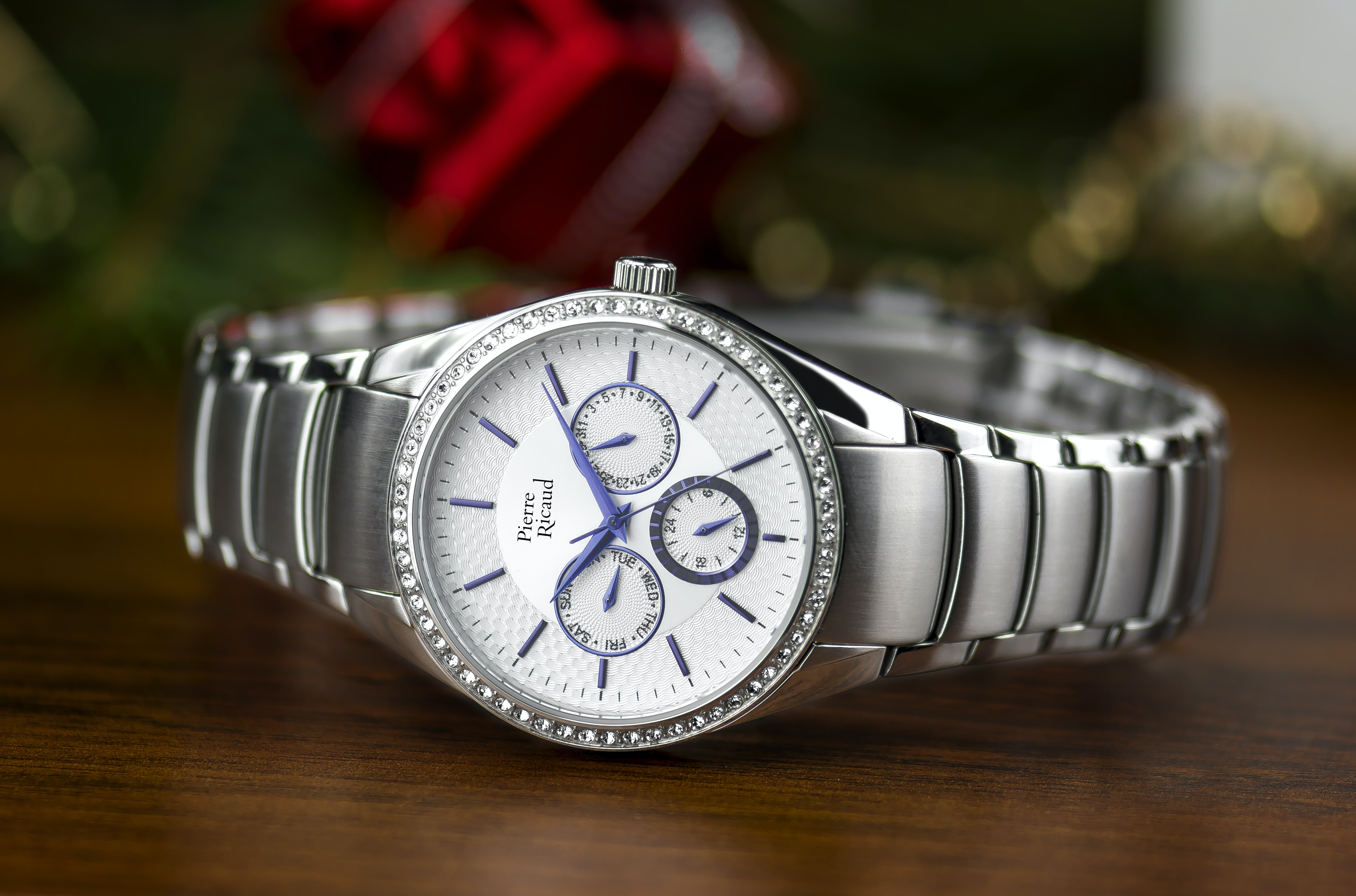 shallow focus photography of silver-colored chronograph watch with link bracelet