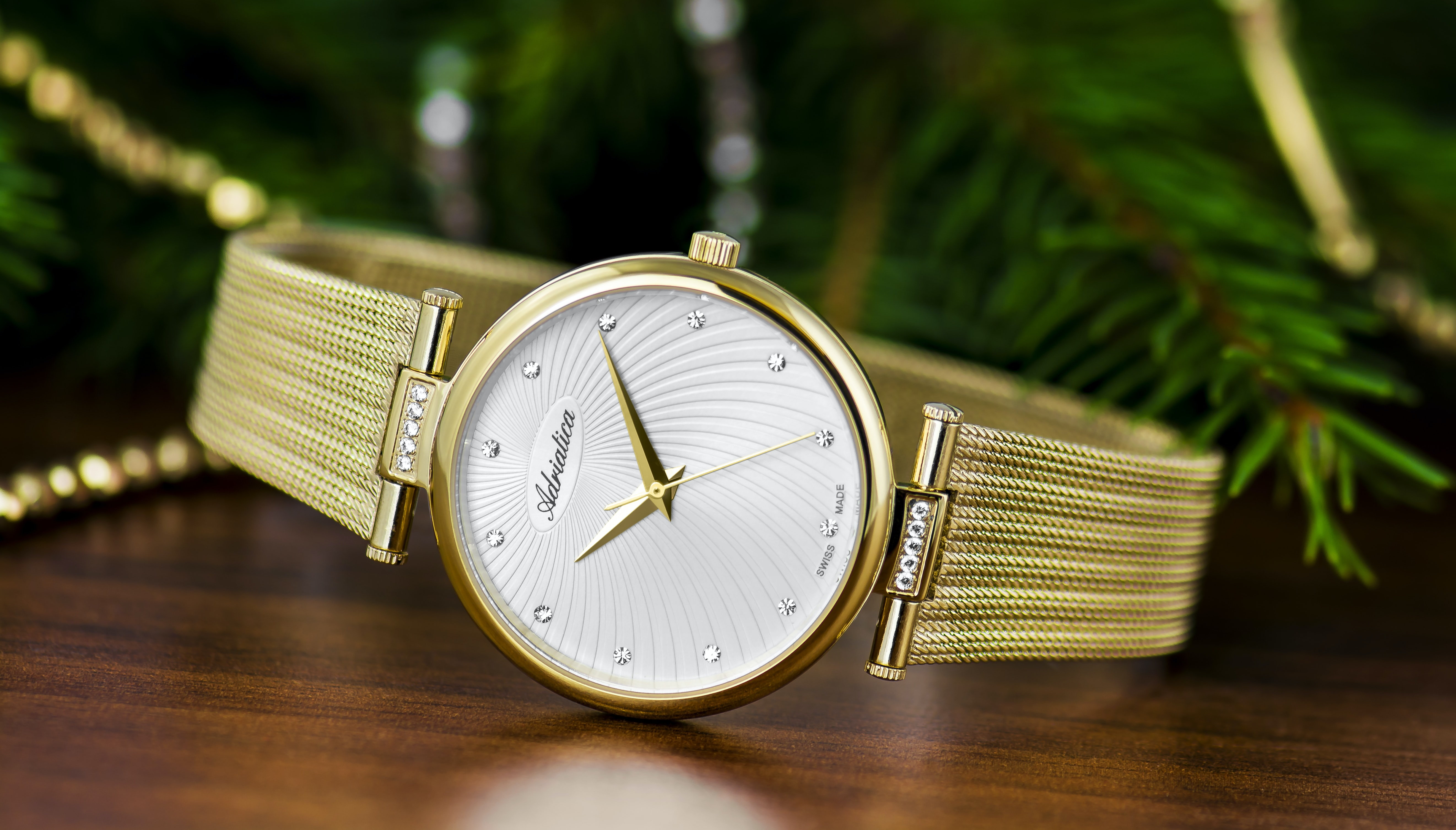 shallow focus photography of round gold-colored analog watch