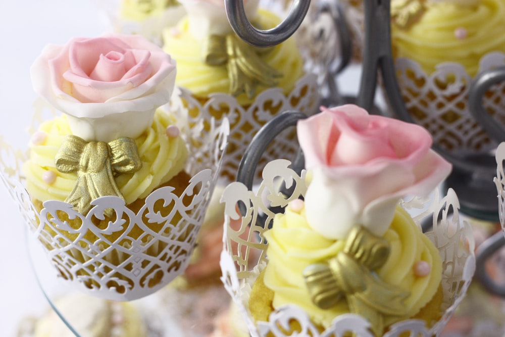 group of pink-and-white roses party favors