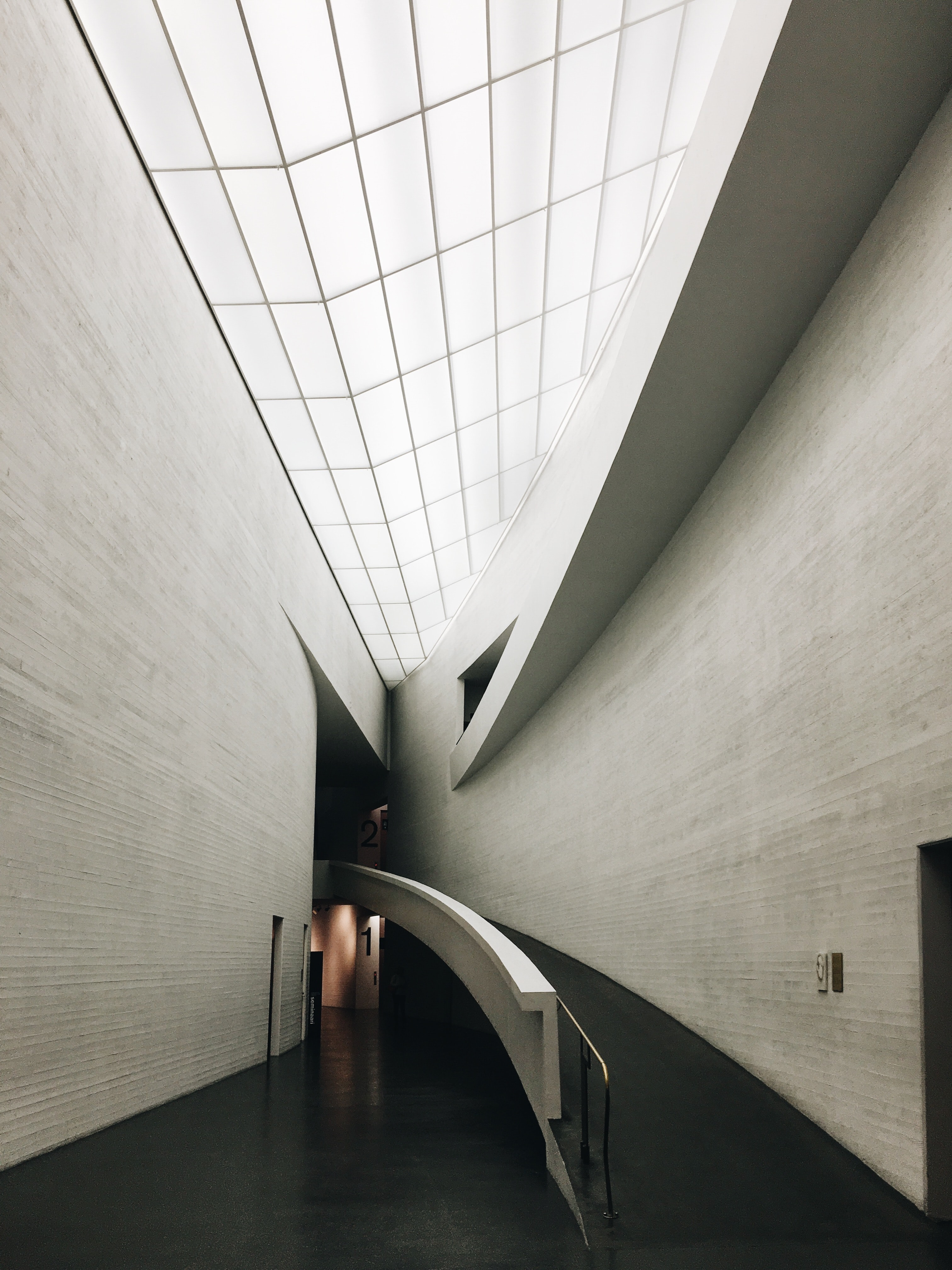 A ramp along a curved wall in the Kiasma Museum