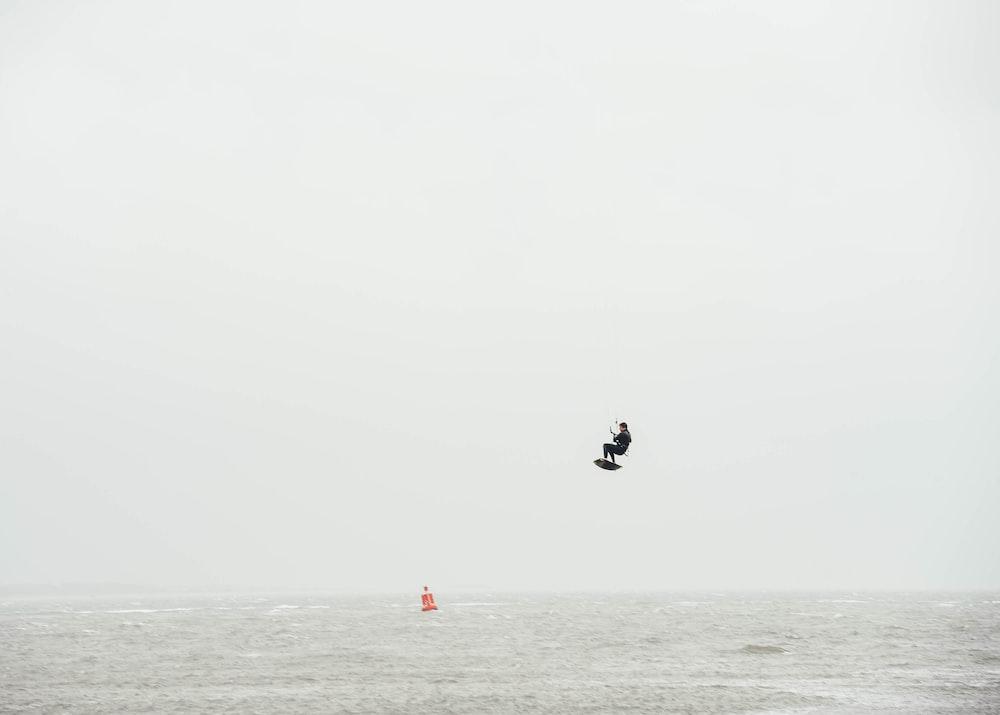 man doing para surfing during daytime