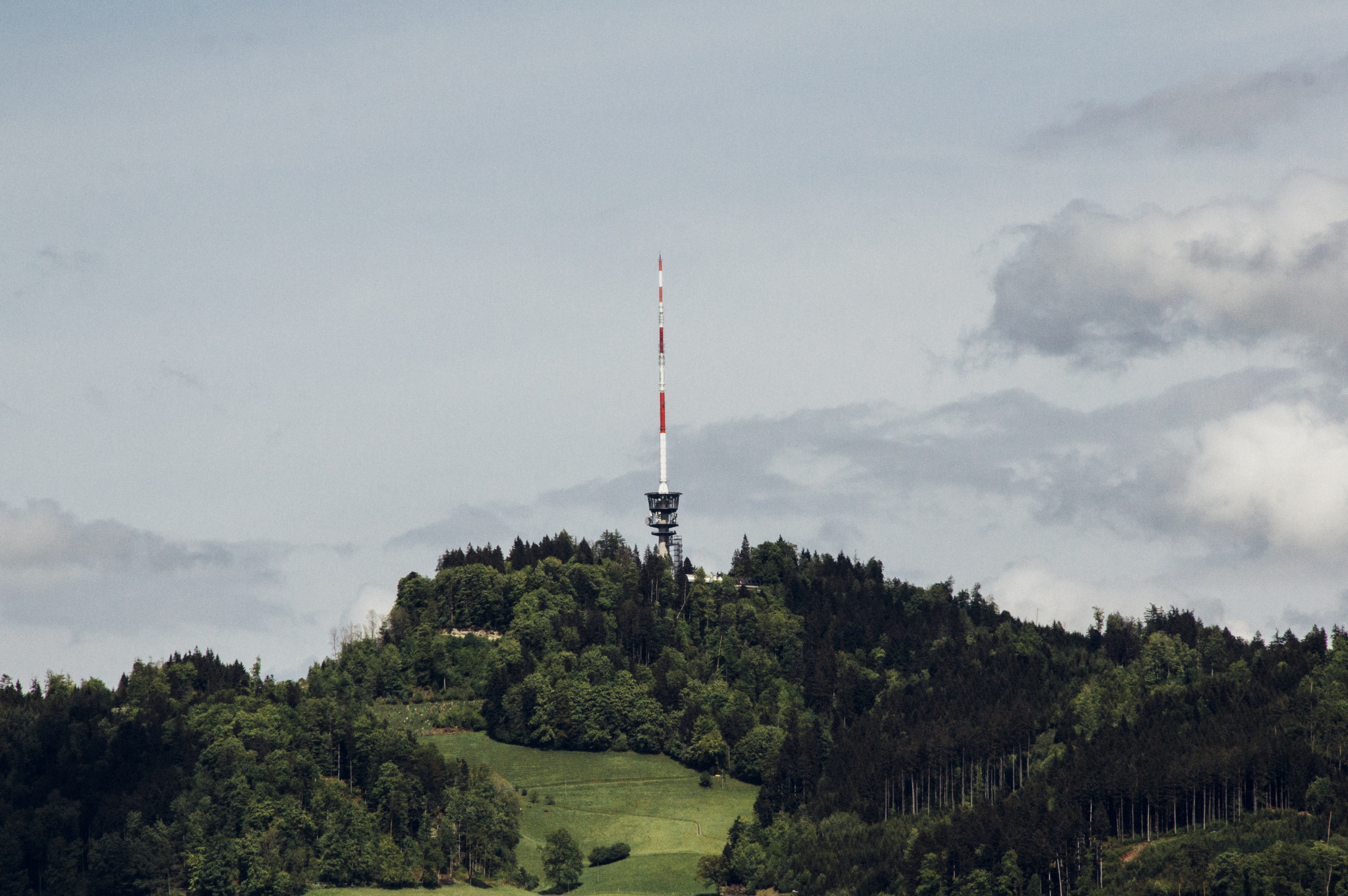 A transmission tower with a long antenna on a hill in Bantiger