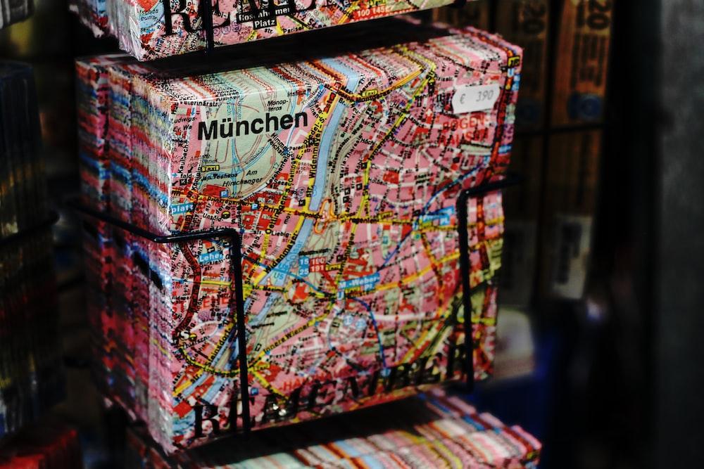 Munchen map print pack on black rack
