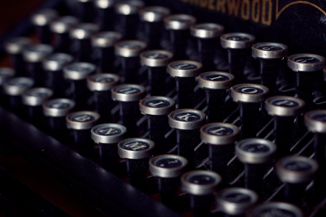 Fugitive Writing Machines