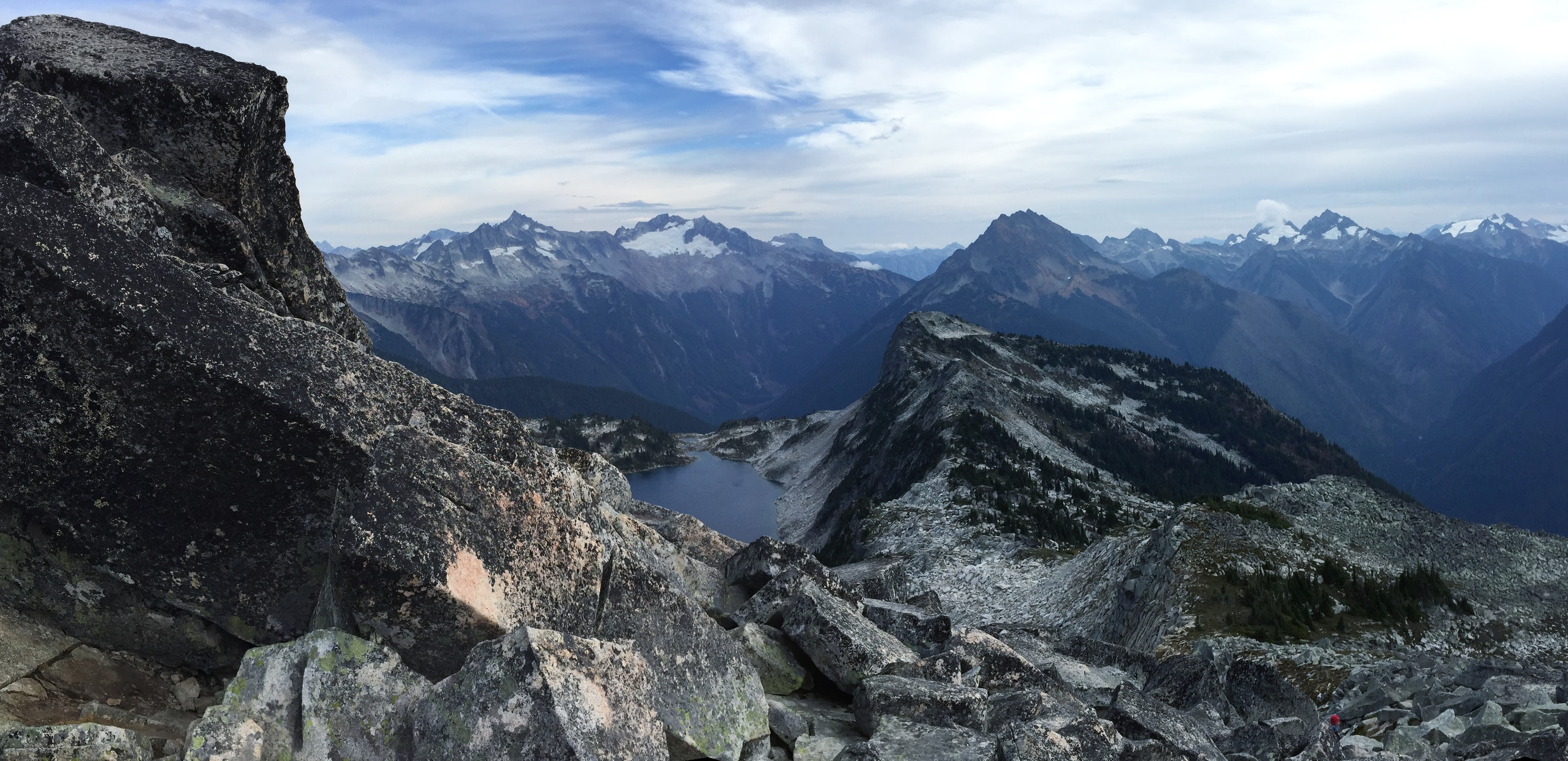Mountain peaks and rock formations in Hidden Lake Peak