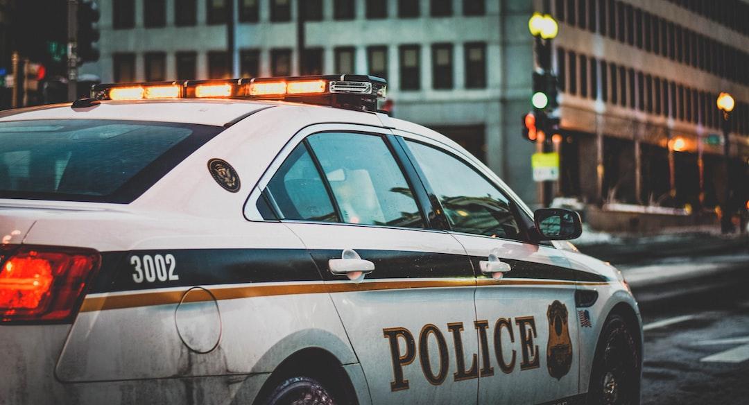 『警察官の平均年収は604万円!|階級別や男女別の平均年収についても紹介します!』の画像