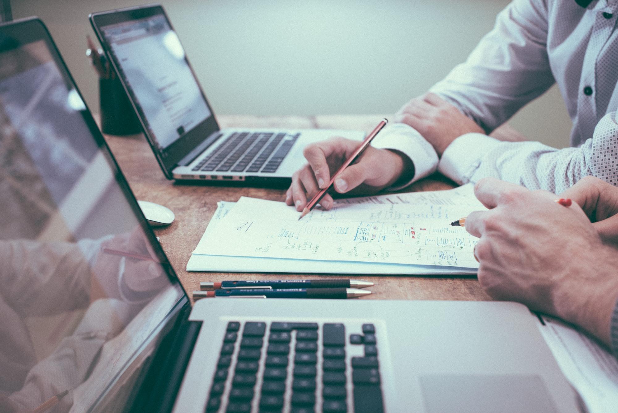 Tại sao phần mềm chỉ có CRUD database lại có giá triệu đô?