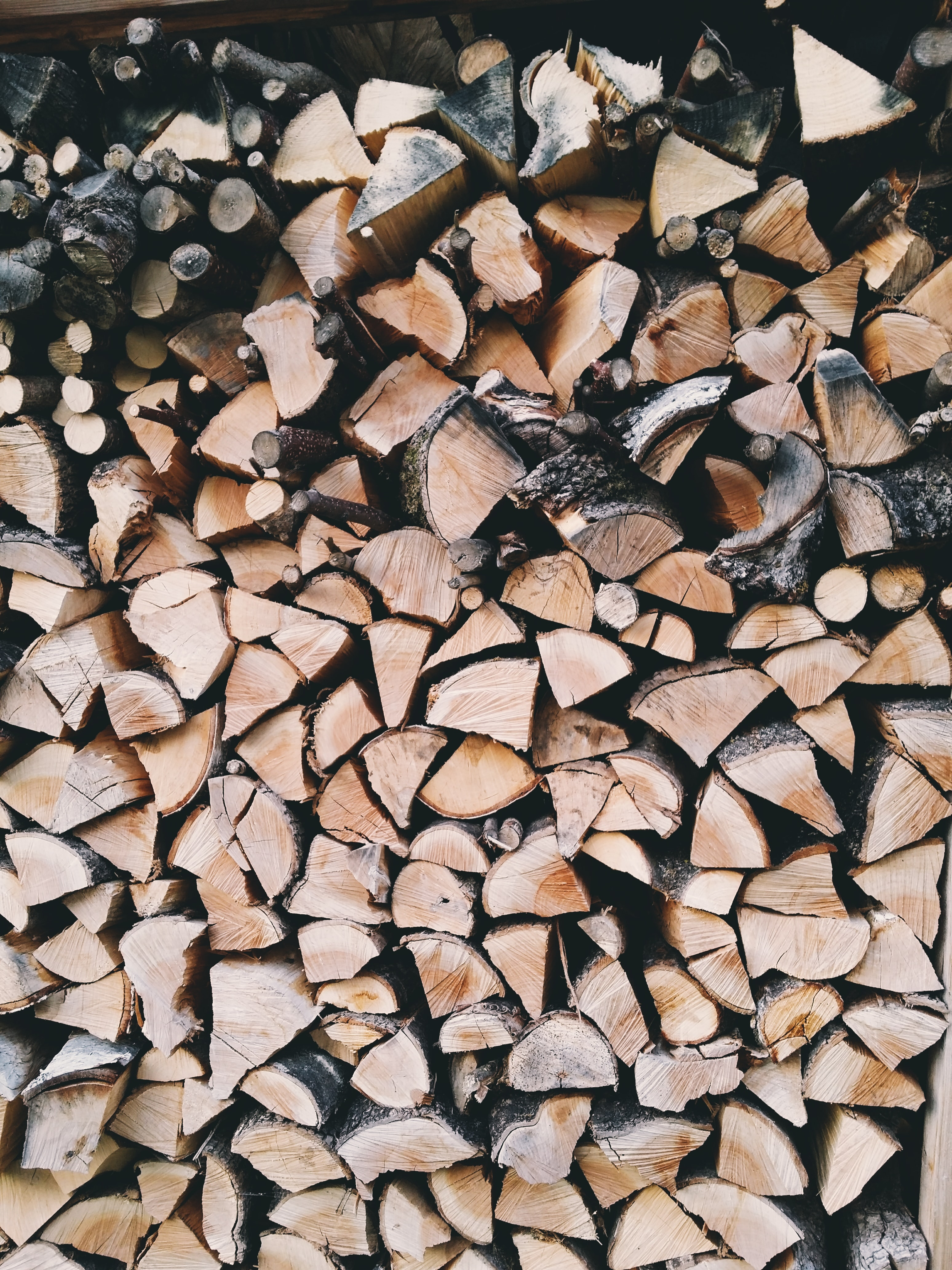A high pile of wedge-shaped firewood in Munich