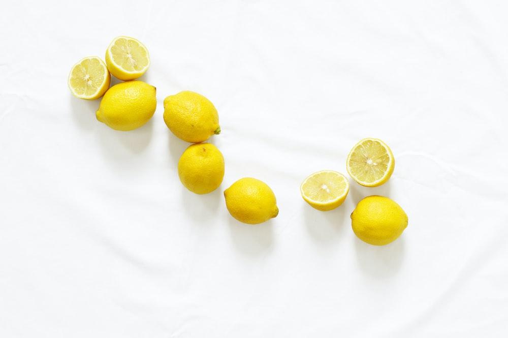 bunch of sliced American lemon