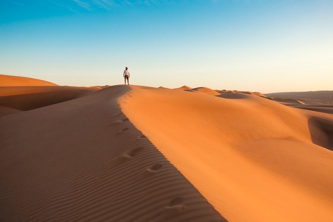 steep sand dune pursued - HD4503×3002
