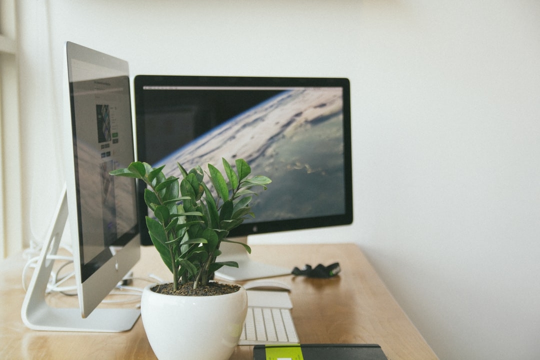 Why using a second screen or a big screen boosts productivity for developers?