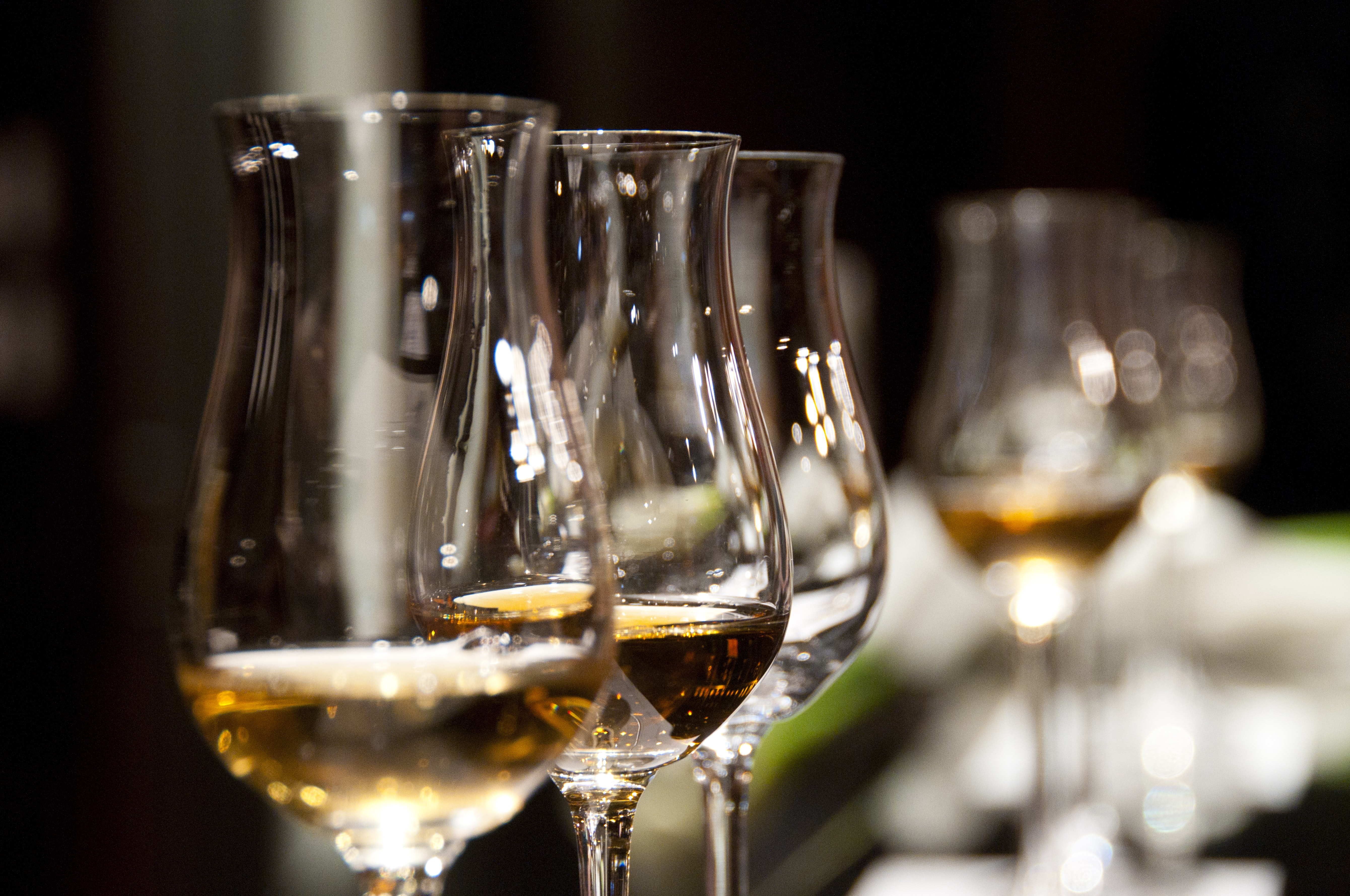 shallow focus photography of clear champagne glass