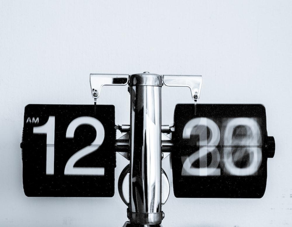 analog clock at 12 am