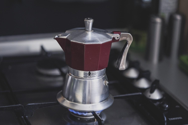 how do percolator coffee makers work