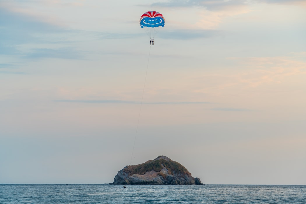 parasailing in mauritius water sports