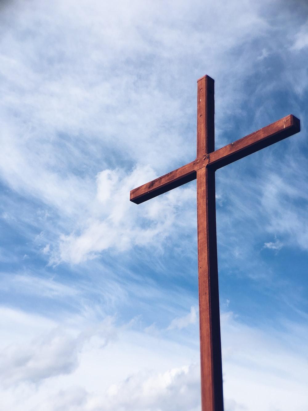 a brown wooden cross