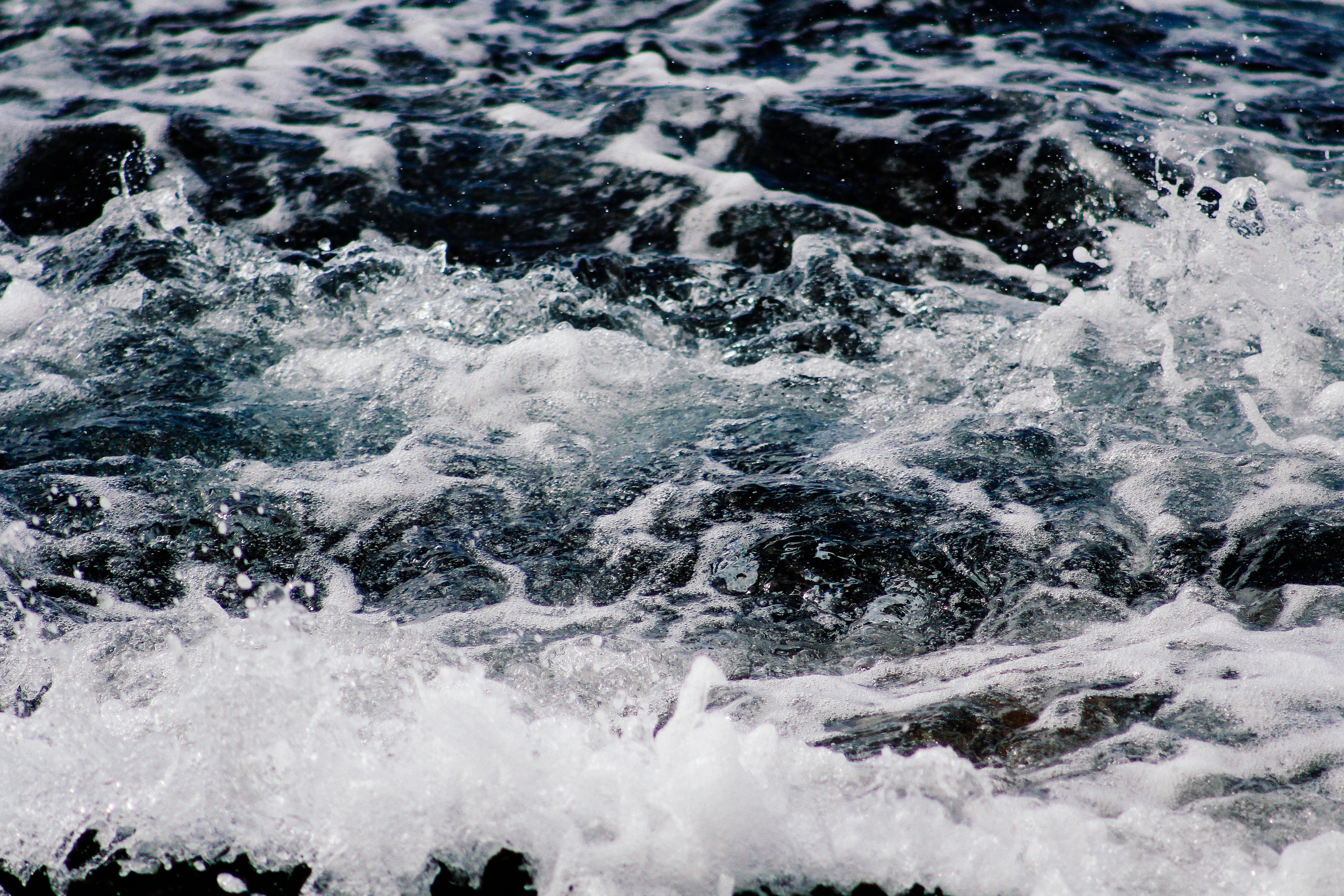 closeup photograph of water ripple