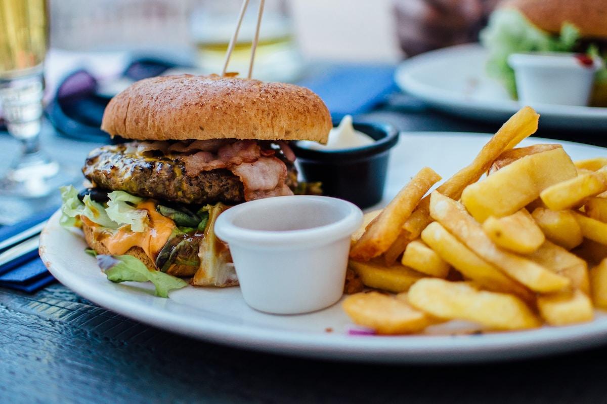 Secrets de la santé - Un burger et des frites pas très sains en guide de repas ...