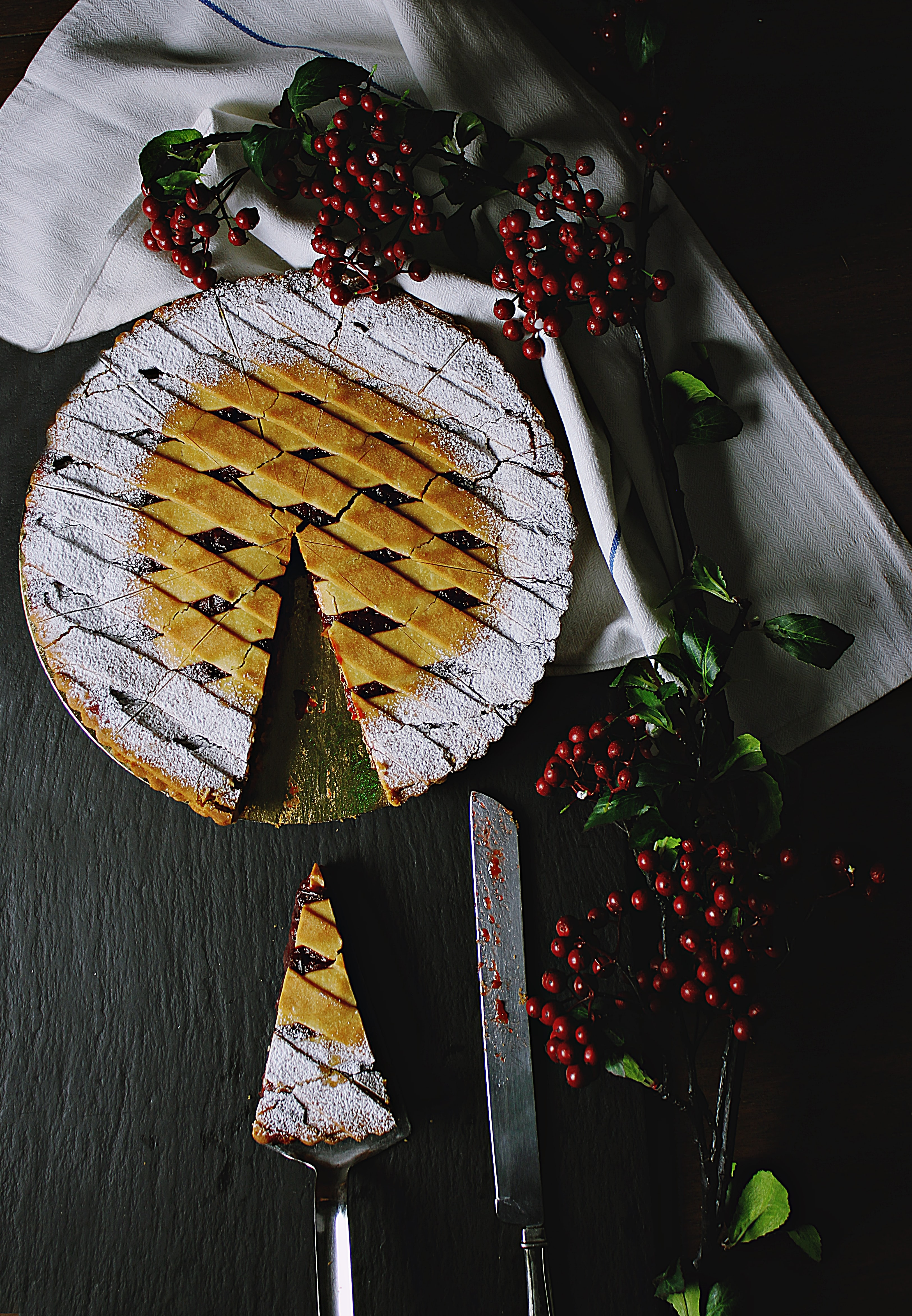 baked sliced cherry pie