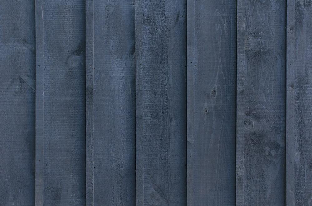 gray wooden surfcae