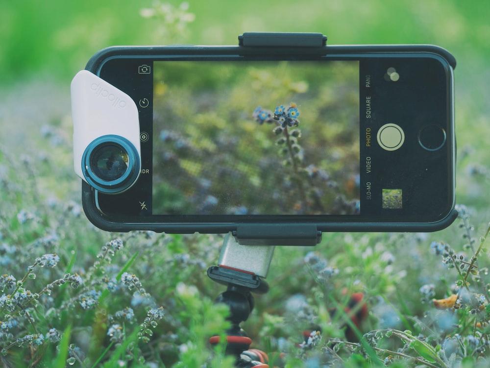black iPhone close-up photography