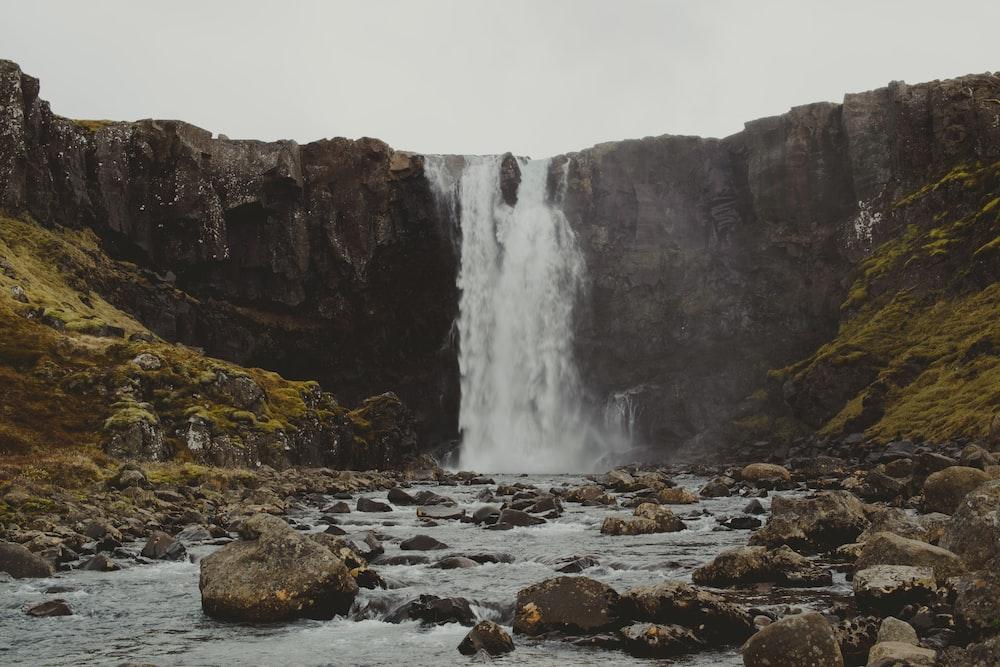 waterfalls near rocks