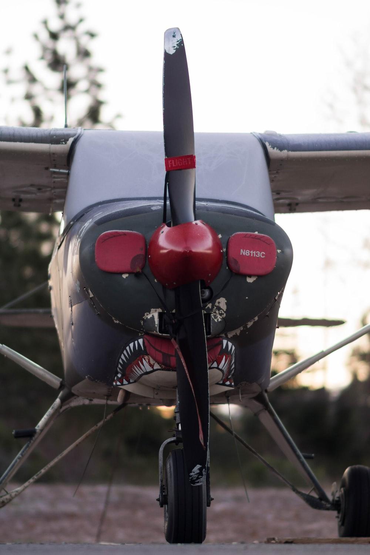 closeup photo of plane during daytime