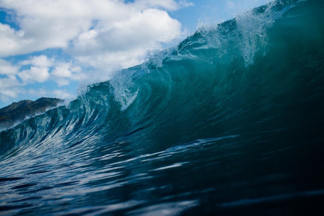 Rolling wave crash