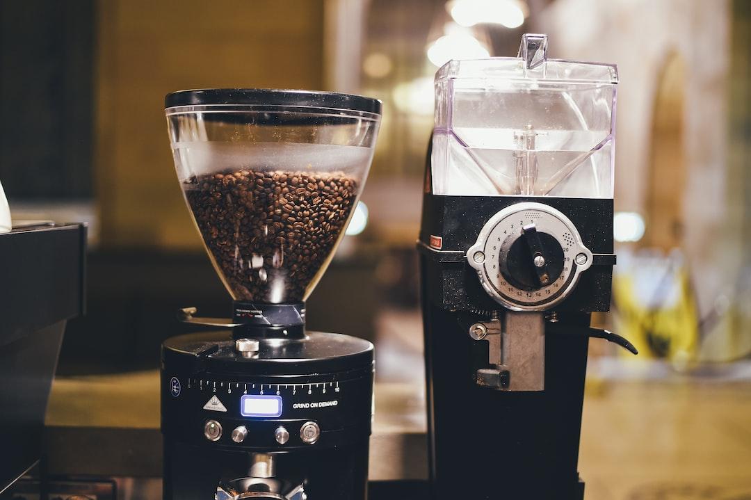 Coffee machine grinding beans
