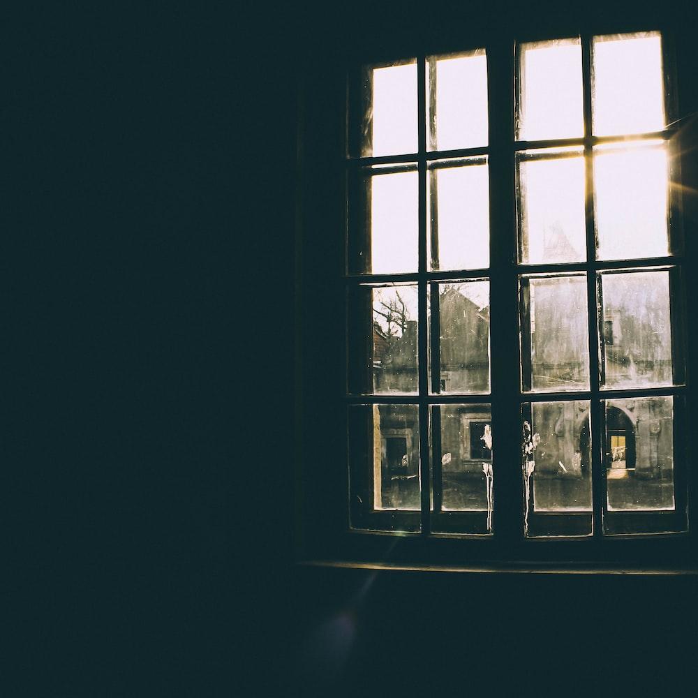 window against sunlight during daytime