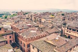 4470. Mediterrán városkép