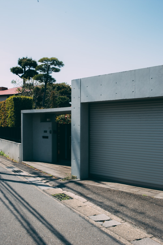 grey concrete building\