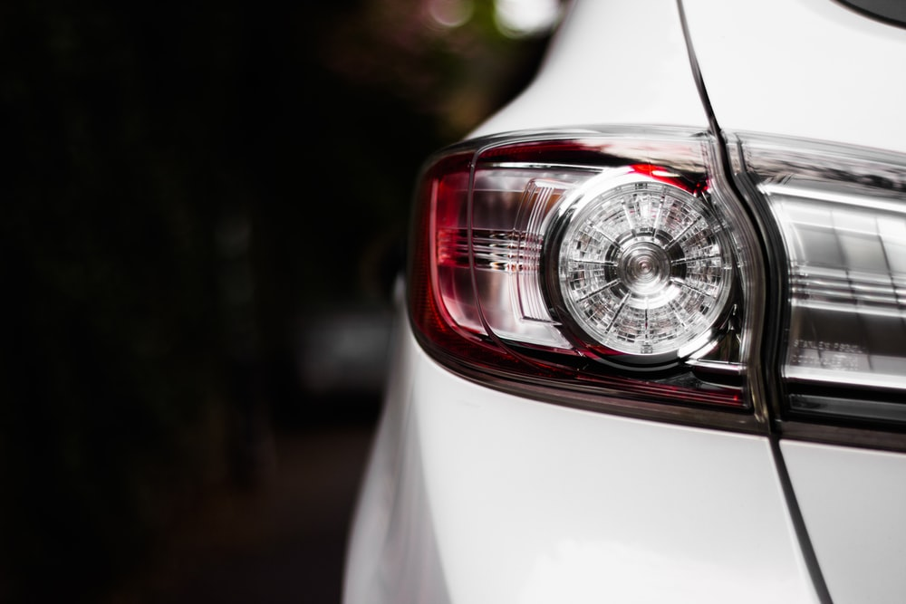 close-up photography of unpaired vehicle taillight