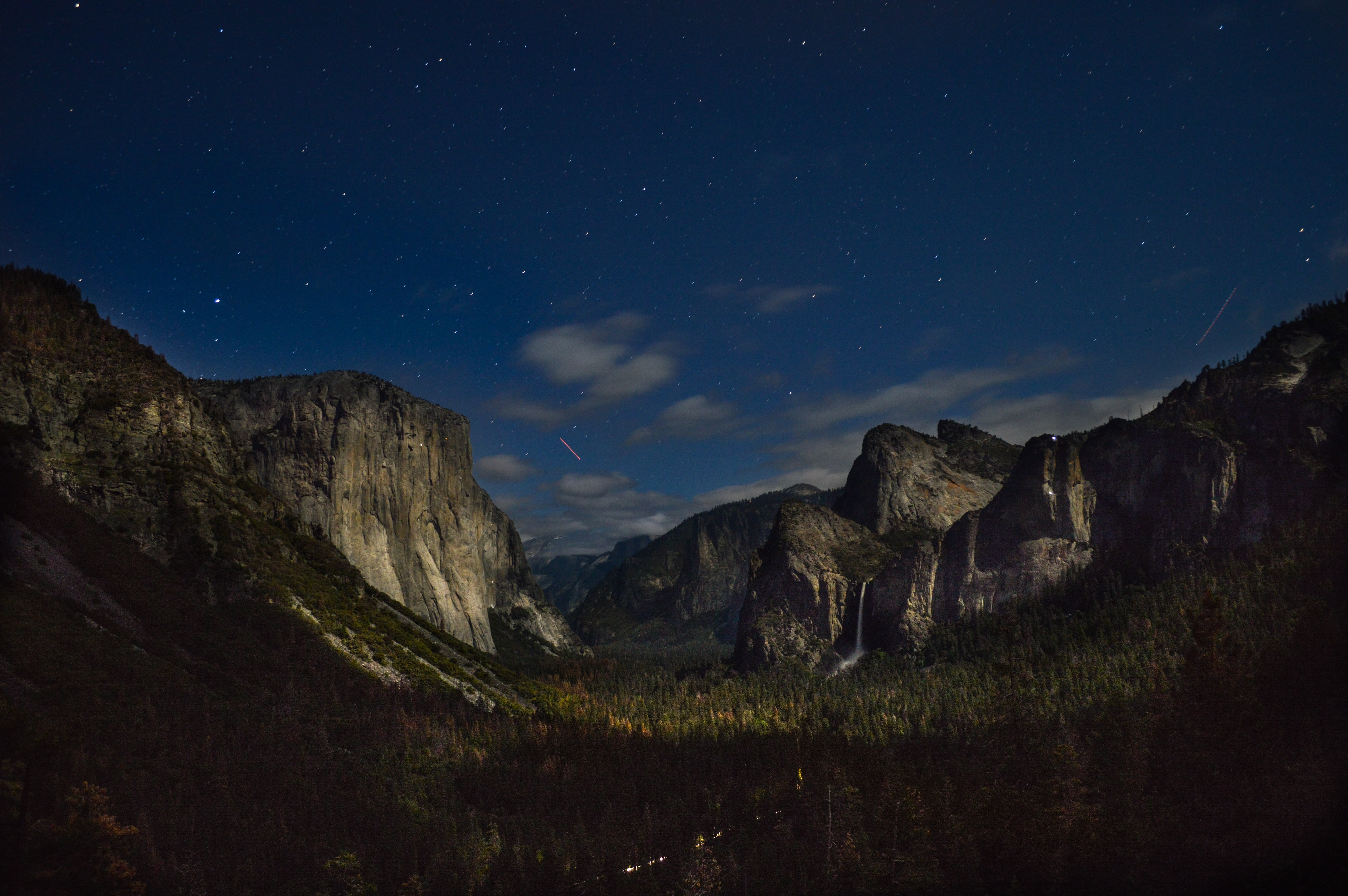 Stars and clouds in the night sky over Yosemite Valley