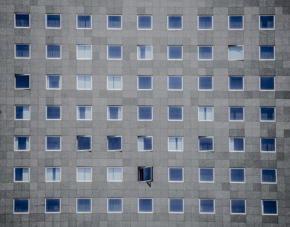 gray concrete building photography