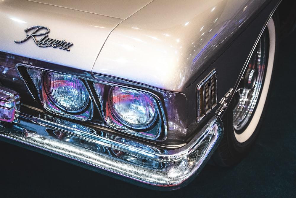 photo of gray vehicle headlight