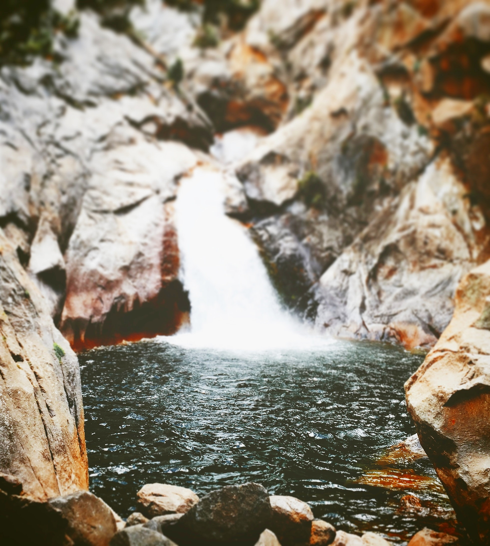 waterfall in shallow focus photography