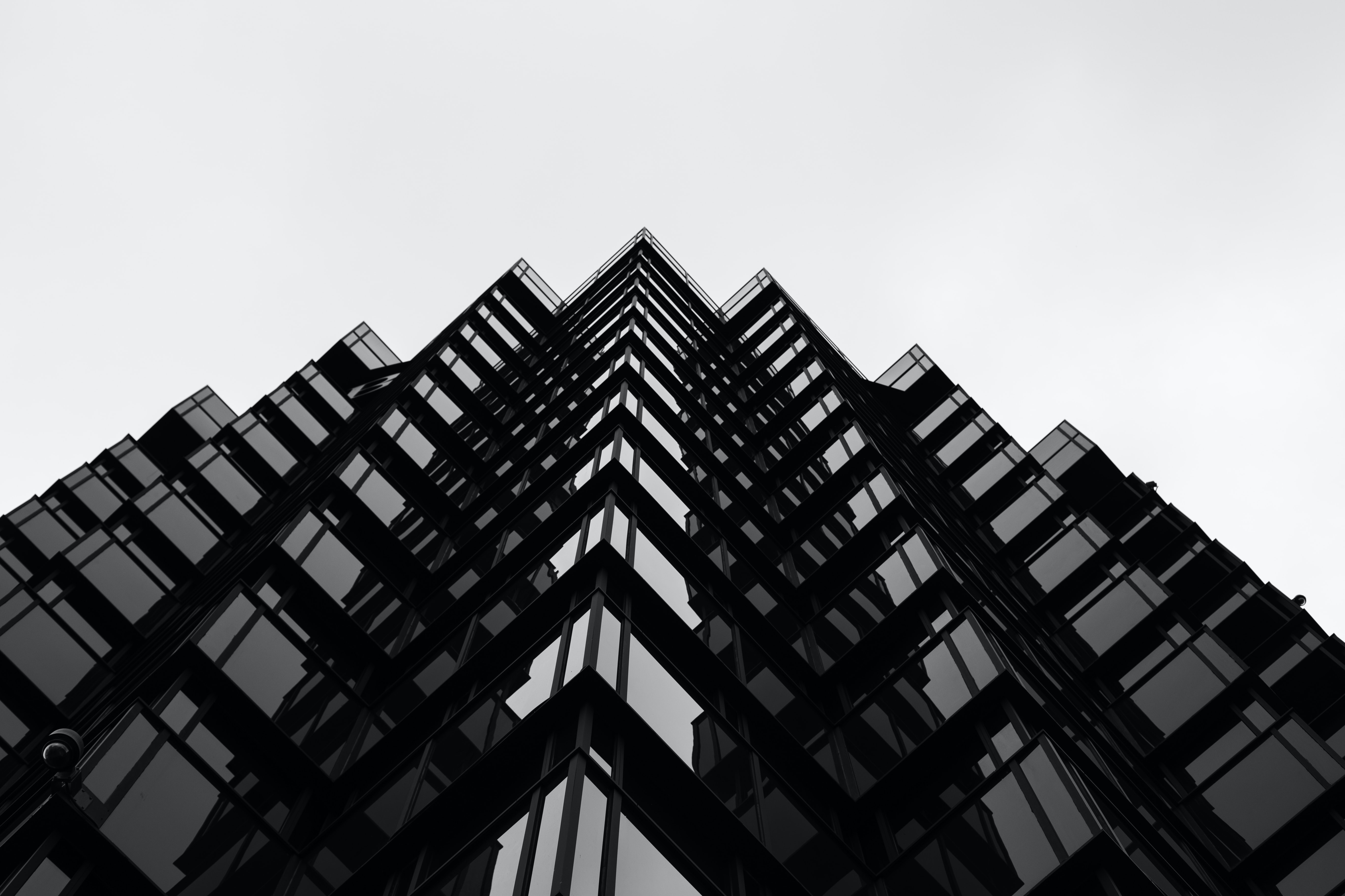 The edges of a wavy skyscraper facade in black and white