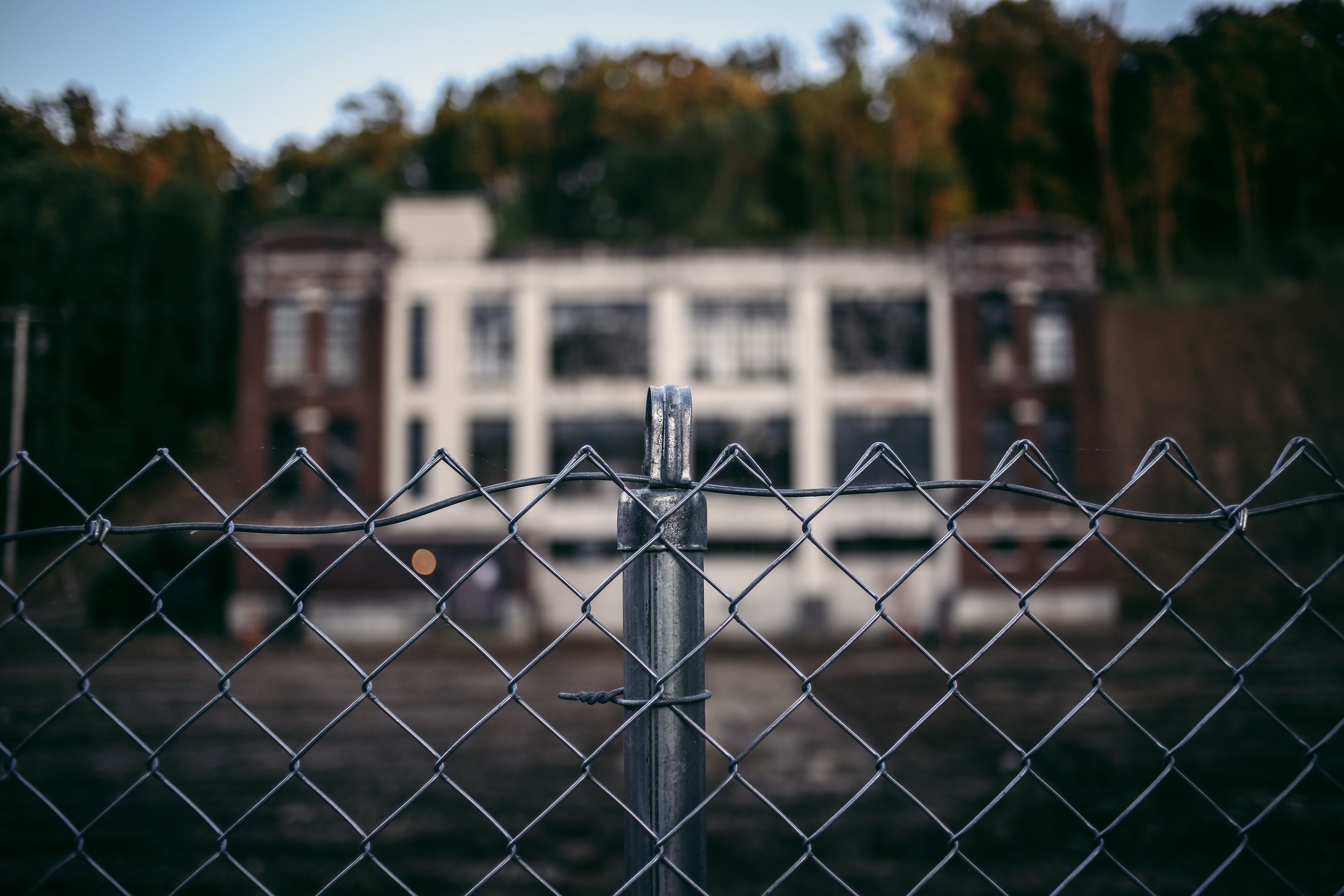 silver chain link fence in selective focus photography